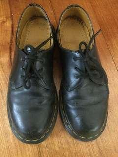 Dr. Martens black smooth 1461 shoes