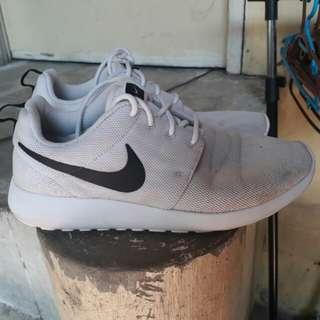 nike white shoes original