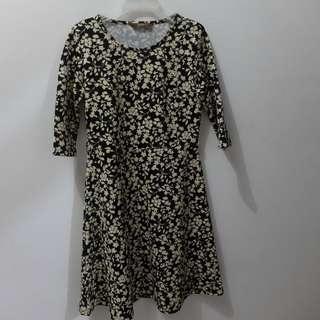 Preloved 3/4 Sleeve Black Floral Minidress (Size M)