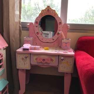 EUC Mother garden vanity table