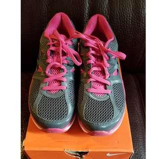 Nike 跑鞋 size uk4, eur37.5