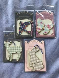 4 pieces of hardboard gift tags