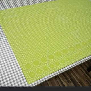 A1 Size Cutting Matt in Apple Green