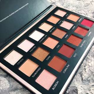 Professional 18 Colour Eyeshadow Palette (Highly Pigmented)