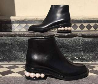 AUCTION! Authentic Nicholas Kirkwood Casati pearl ankle boots