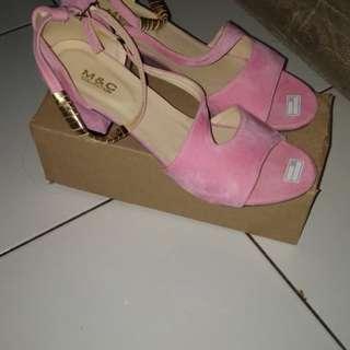 Wedges bahan suede pink