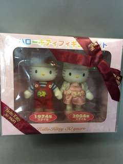 BNIB! Official Hello Kitty 30th Anniversary Hello Kitty Vintage Clothes Design Soft Toy Set
