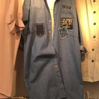 正韓 長版牛仔外套  顏色:單一色  照片有色差屬正常,依實際顏色為主  預購 4/25止