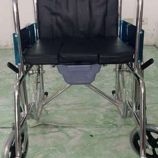 Standard wheel chair with commode