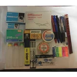 大量文具:擦膠,墨水筆,鉛筆,Zebra筆芯,塗改帶芯,魚尾夾,萬字夾,膠水,膠紙,釘書機釘,綠色繩,Eyelets,Sticker