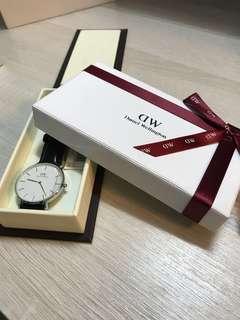 Daniel Wellington 手錶(黑色真皮錶帶)