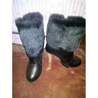 fur boots size 35-36 once lang nagamit
