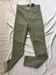 H&M Highwaisted Army green pants.