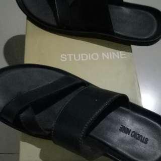 Sandal pria Studio Nine