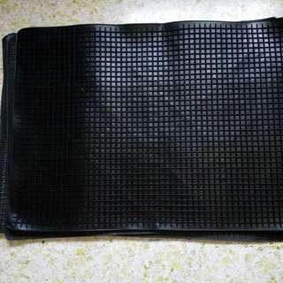 High quality car rubber mats. Large Size 68cm x 48cm.