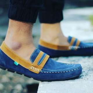Sepatu slip on pria size39-43