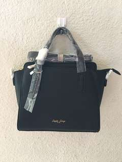 🔥MOVING OUT SALES🔥 LH-C1383(Black) Authentic Legato Largo Leather Boston sling