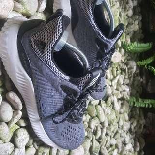 Sneakers adisas alphabounce