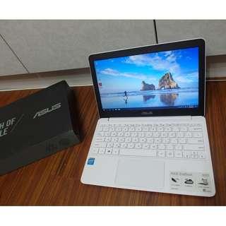【出售】ASUS X205TA 四核心 筆記型電腦 公司貨 盒裝完整 9成新