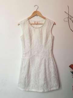 Sunday White Lace Dress