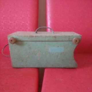 早期鐵製吸塵器