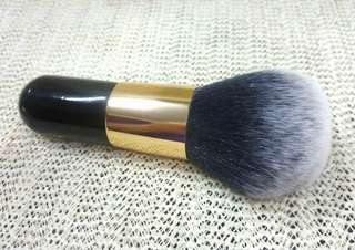 BLUSHER / POWDER BRUSH