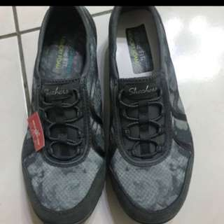 Skechers 休閒鞋