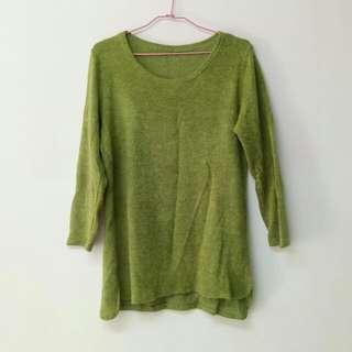 綠色茸毛針織衫