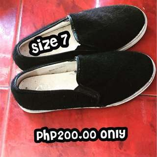 Black feather shoes