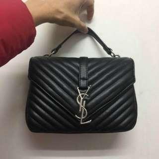 New woman's shoulder bag