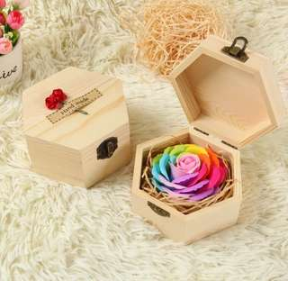 ✔️While Stocks Last ✔️Get this for your LOVED ONE, let her/him know that your eyes 👁 ONLY have her/him 🤗Handmade flower soap rose gift box that are beautifully hand crafted 😁 Comes with a nice paper carrier 👏🏻*FREE greeting card upon request* 👌🏻