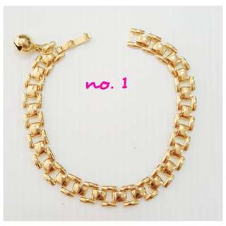Gold plating pattern bracelet.