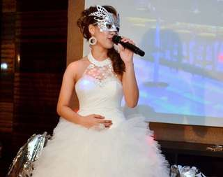 White ball gown FOR RENT / SALE