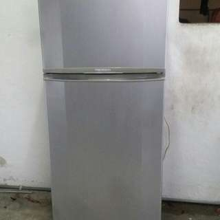 Used Samsung 2d fridge refrigerator peti ais peti sejuk 276 liters in very good condition