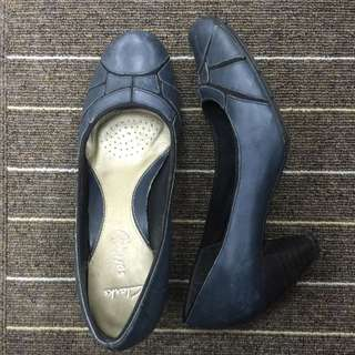 Clarks women office size 6
