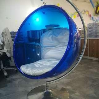 藍色圓玻璃吊椅