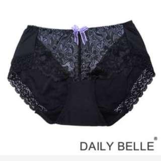 黛莉貝爾 (UR8101)無痕蕾絲柔軟平口內褲-紫色M