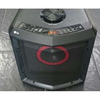 original LG FH2 portable speaker (rechargeable_