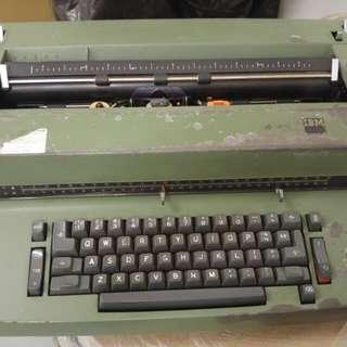 古董懷舊 動打字機typewriter 連打字球courier12 打字太和改錯帶 柴灣地鐵交收
