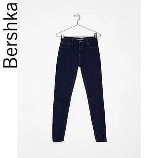 🚚 Bershka 提臀彈力深藍色牛仔褲
