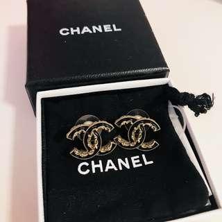 Chanel classic earrings black & gold耳環