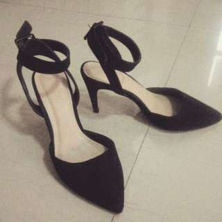 Forever 21 pointed toe, ankle strap shoes size 6