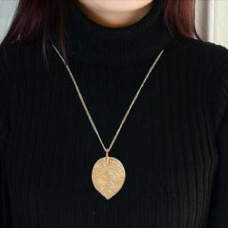Long chain necklace with gold leaf pendant