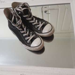 Converse Shoes - In Black