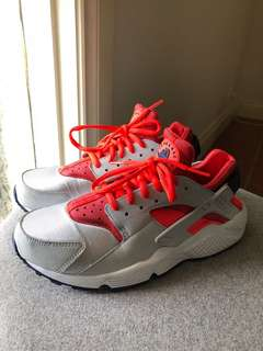 Nike Women's Huarache, silver and red, size 9