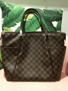 Authentic Louis Vuitton Totally MM in DE print
