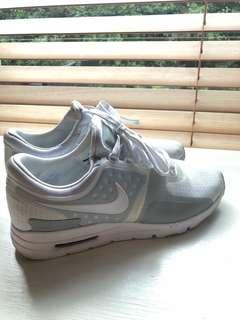 Nike Women's Air Max Zero, White, cream and grey, size 7