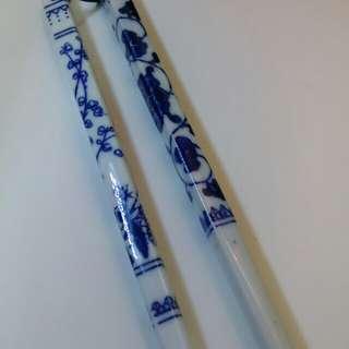 老件青花古瓷筷子一雙。好口福。吃在養尊處優樂意人生。未使用。