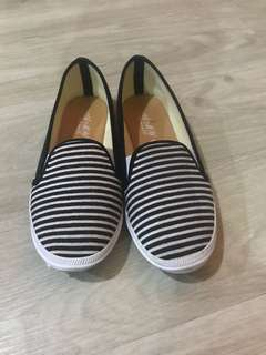 Black white strip slip on