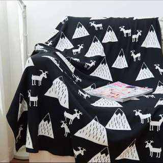 Mountains and Reindeers Knitted Blanket